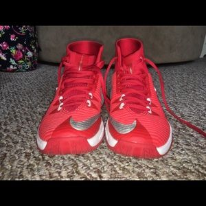 Women's Nike zoom clear out basketball shoes
